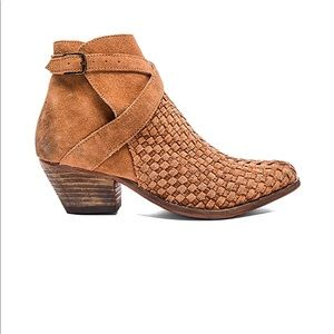 FINAL PRICE: Free People Ventura Ankle Booties